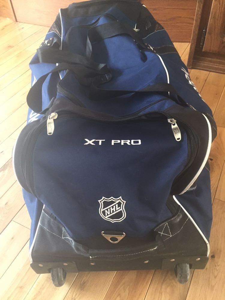 Hueso Opaco orden  Best Reebok Nhl Sr Wheel Hockey Bag for sale in Smithers, British Columbia  for 2021