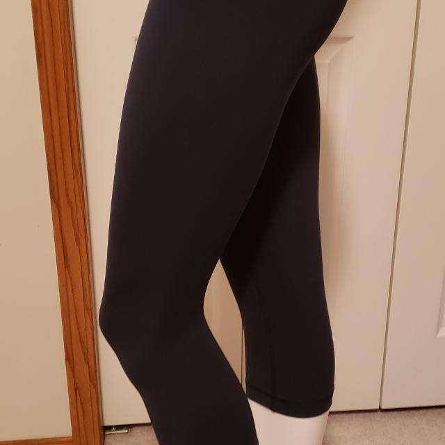 2e7fc6d8922a8 Best Lululemon Size 6 Wunder Under Crop for sale in Calgary, Alberta for  2019