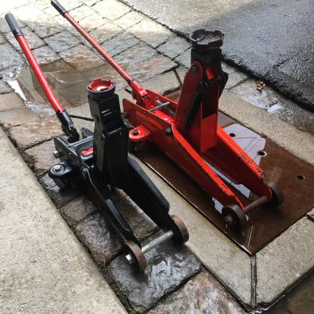 2 1/2 Ton. Low Pro. Floor Jack $119.neg., used for sale  Canada