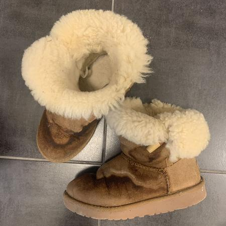 UGGS genuine size 2  short top boots for sale  Canada