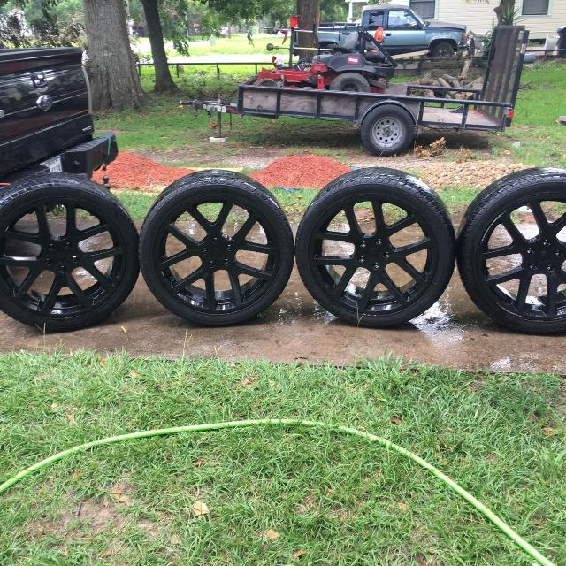 Dodge Ram 1500 Tires >> 24in Rims And Tires Off A Dodge Ram 1500