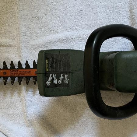 """Black & Decker 18"""" electric hedge cutter, used for sale  Canada"""