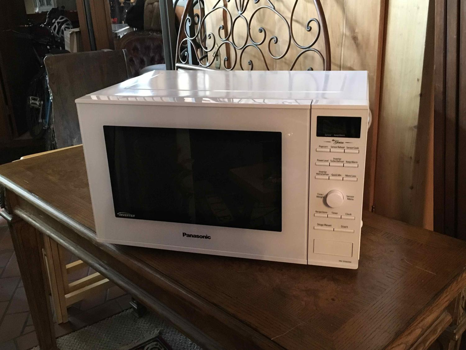 Panasonic Microwave with Inverter technology - like new