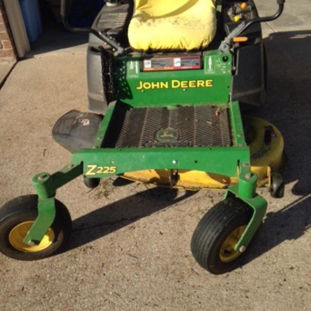 John Deere Z225 Zero Turn Mower Great working condition  Have extra blades   $1400  PIOG  must pick up from home in SW Springfield