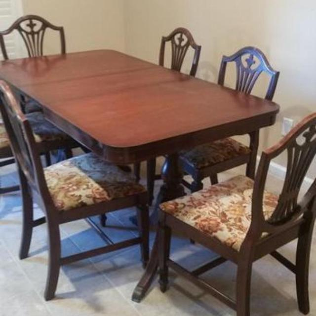 Best family estate sale duncan phyfe style dining table for Best dining tables for families