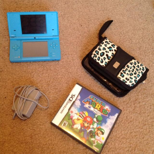 Turquoise Nintendo DSi with Carrying Case and Super Mario Game **REDUCED**