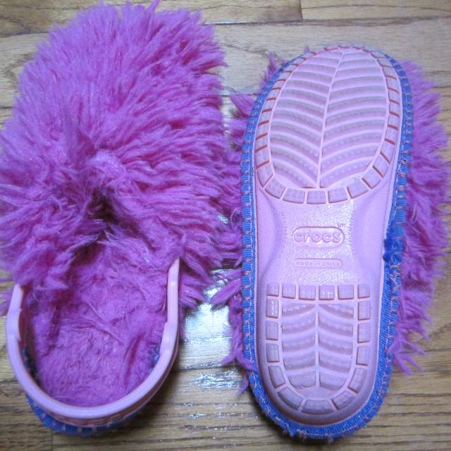 81109858b Find more Crocs Furry Slippers for sale at up to 90% off