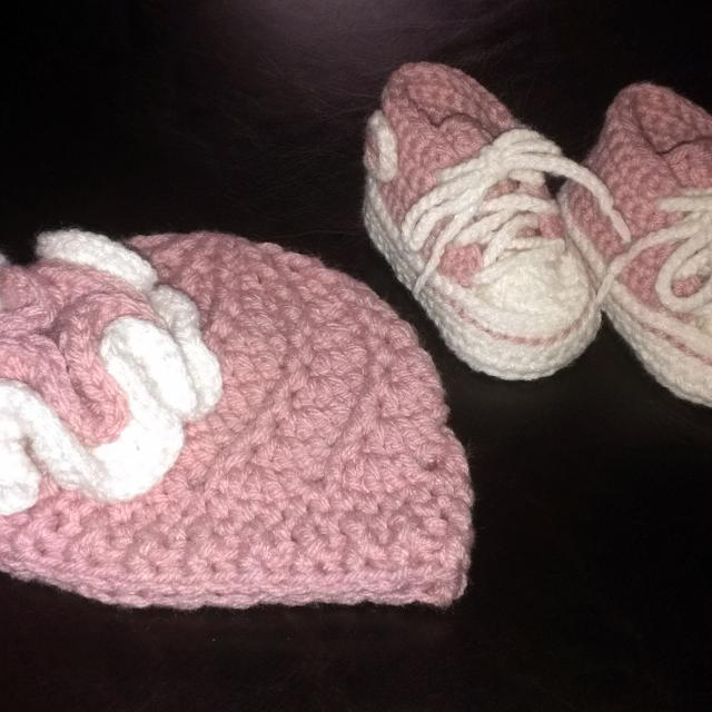 Best Newborn Baby Girl Crochet Converse Shoes And Flower Beane For