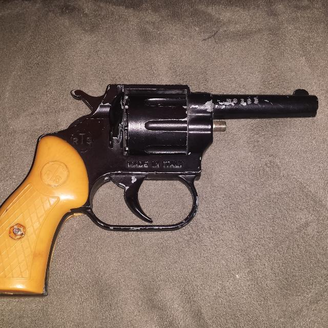 best rts model 1965 cal 22 blanks gun does not fire a bullet for