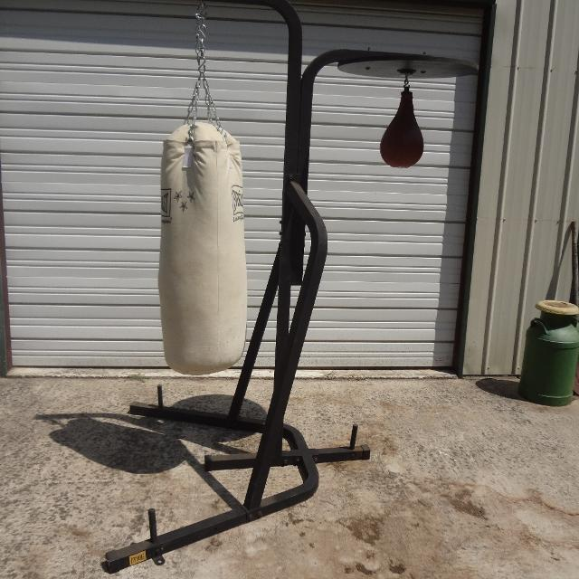 Everlast Dual Station Stand With Heavy Bag And Sd