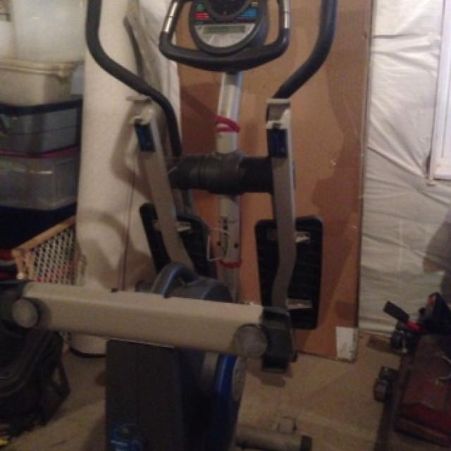 Elliptical ProForm xp130 iFIT 8 preprogrammed workouts  Check pulse  feature  Folds for storage