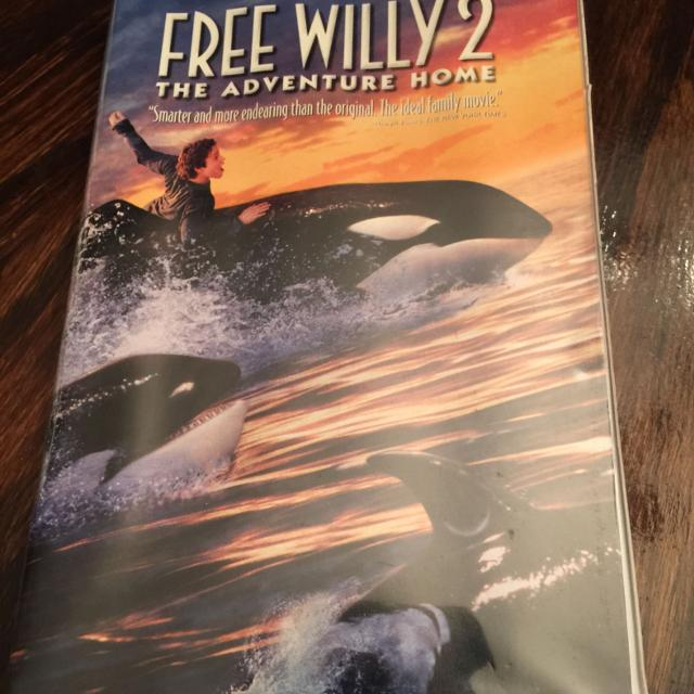 Free Willy 2 Vhs