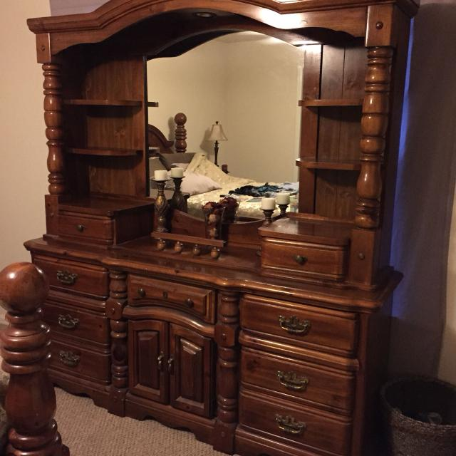 Find More Final Reduction Dresser With Hutch And Mirror 200 This