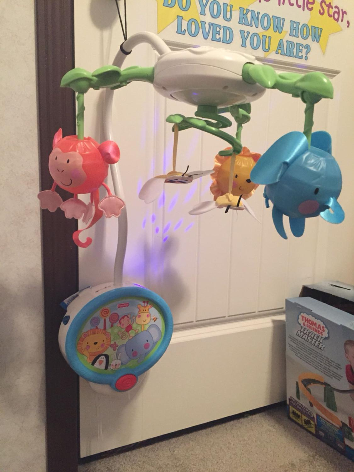 Best fisher price baby mobile lights up starts into ceiling lights up starts into ceiling animals light up and go up and down and it also plays soothing music euc for sale in dawson creek british columbia aloadofball Images