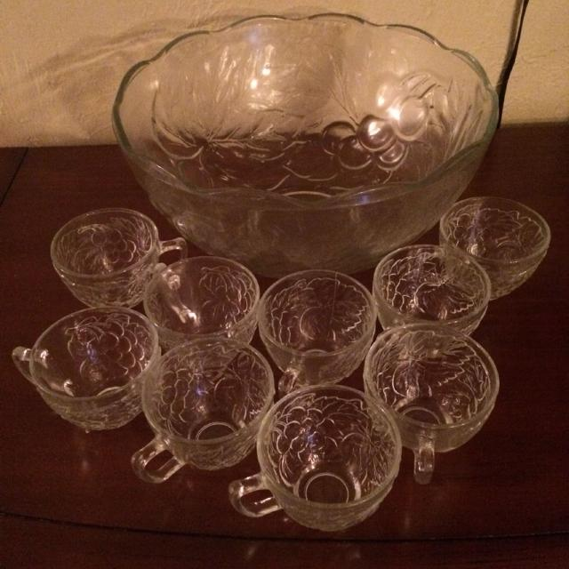 Best Glass Punch Bowl And 9 Cups No Chips Or Cracks I Meet At Home