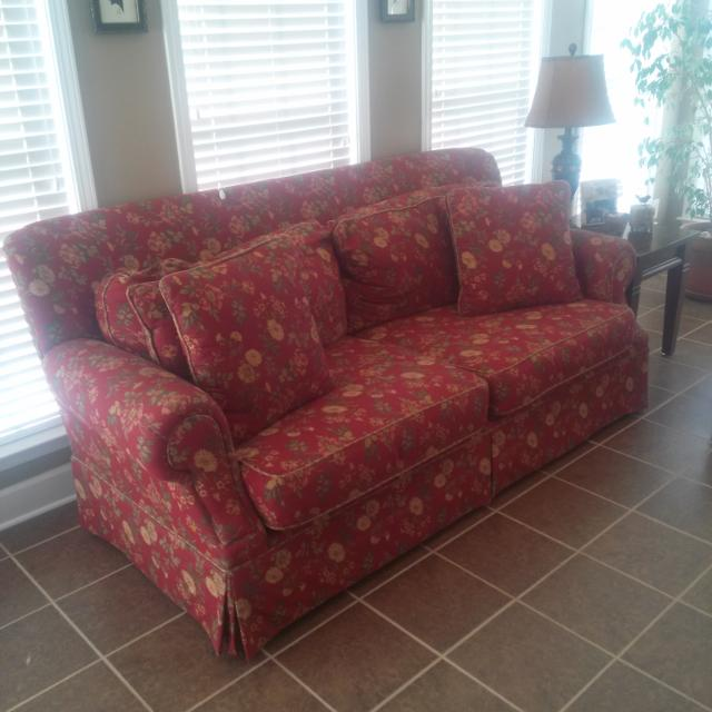 Hickory Hill Furniture Sofas