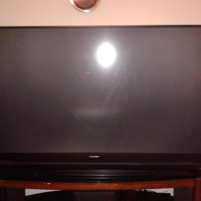 MITSUBISHI DLP FLAT SCREEN TV