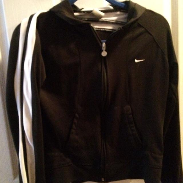 f7e67ee3ef Best Nike Zip Up Jacket. Black With White Stripes On Sleeves