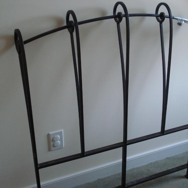 Pier 1 Wrought Iron Twin Bed Frame With Rails