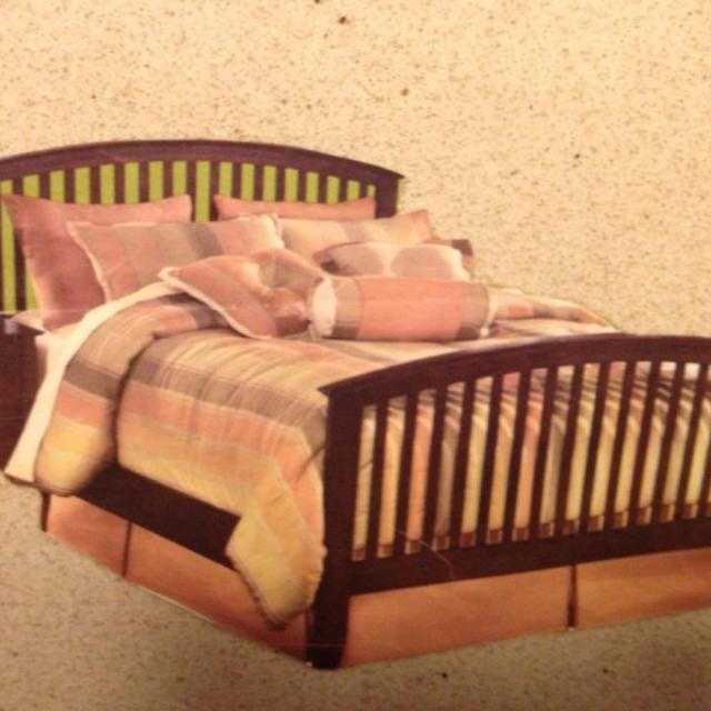 1 Year Old Dark Wood Queen Bed Frame Mattress And Box Spring