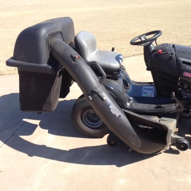 "2013 Craftsman 54 In  26hp Turn Tight 6"" Hydrostatic Yard Tractor with 9  Bushel 3 BinBagging system"