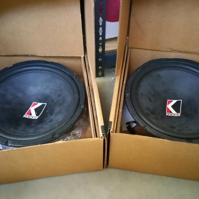 PRICE REDUCTION Two 12 In Kicker Subwoofers 2 Amps 1