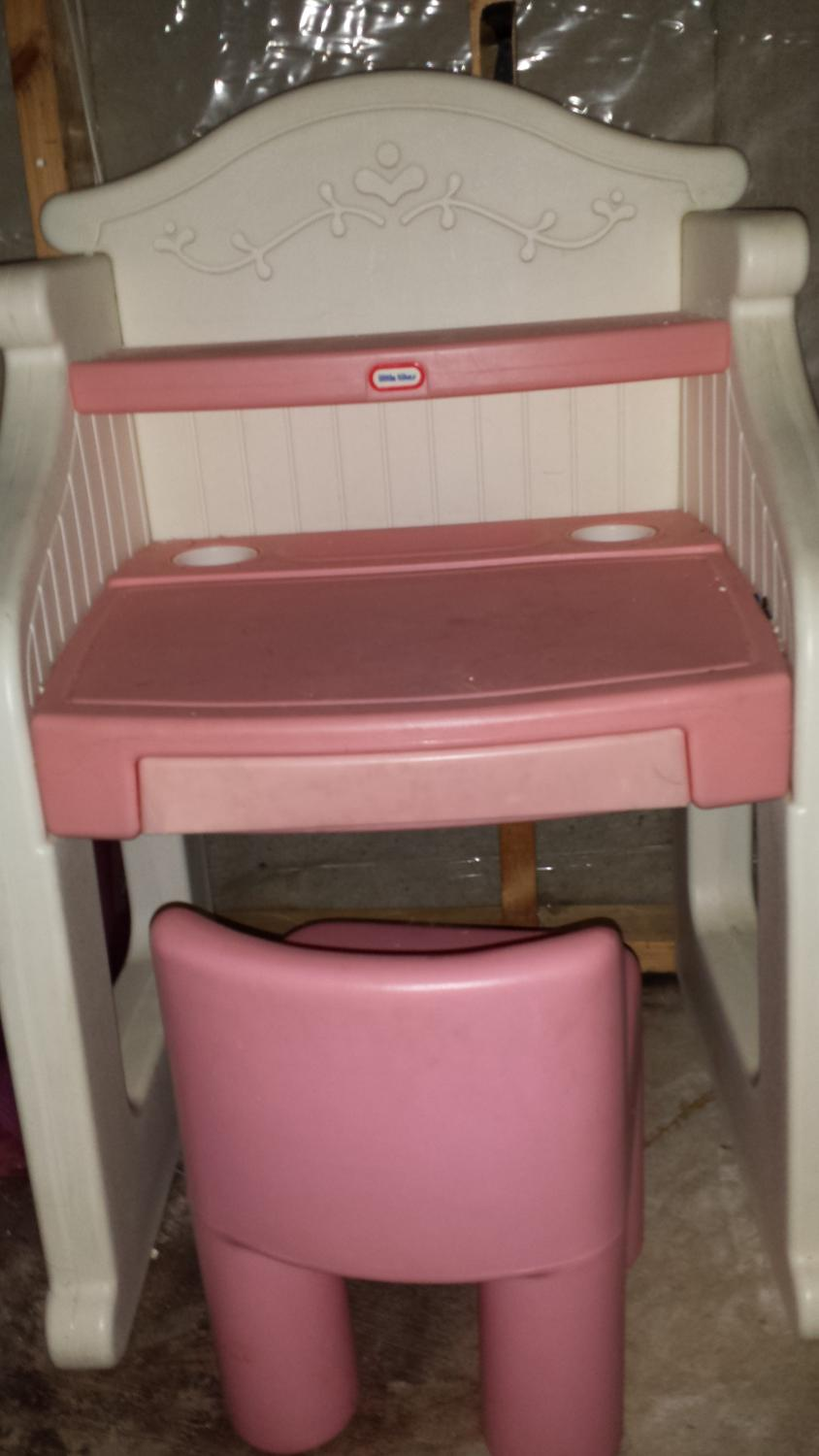 Little tikes table and chairs pink - Best Price Reduced Girls Little Tikes Pink Desk Price Reduced For Sale In Rochelle Illinois For 2017