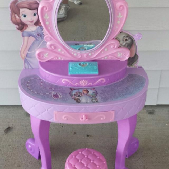 Find More Reduced Sofia The First Princess Vanity I Can