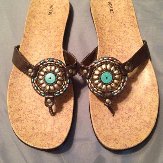 f4e12a255818 Ladies Apt. 9 (kohls) Gorgeous Beaded Sandals. Excellent Condition! Size 8  (fit More Like A 9) for sale in Jefferson City