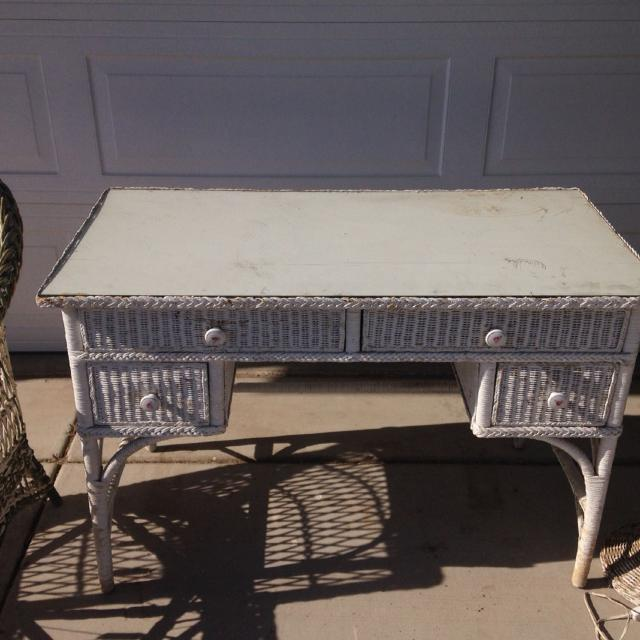 Vintage White Wicker Desk. Glass top! Wood & wicker $50 GREAT DEAL - Find More Vintage White Wicker Desk. Glass Top! Wood & Wicker $50