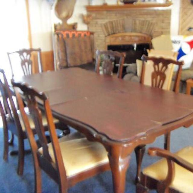 Pennsylvania House Cherry Dining Room Set With 6 Chairs 2 Of Which Are Captains