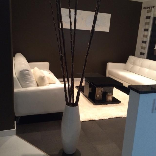White Vase With Dark Brown Bamboo Sticks 1 68 M Tall Excellent Condition