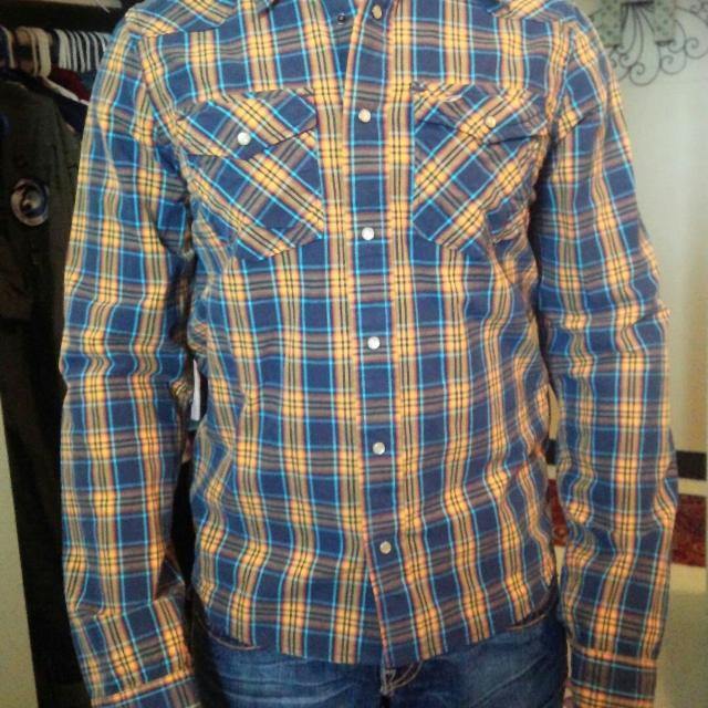 e840a593f86 Best Hollister Sz Med Pearl Snap Button Up Shirt for sale in Okinawa for  2019
