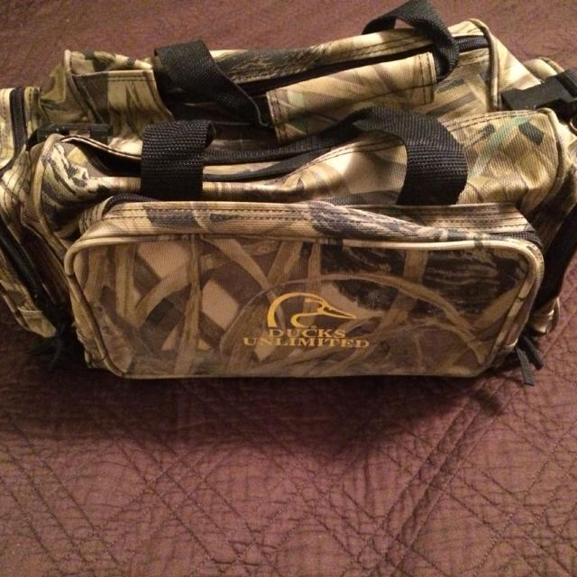 Ducks Unlimited Bag Good Condition Lots Of Compartments Wetlands Camo Style 15
