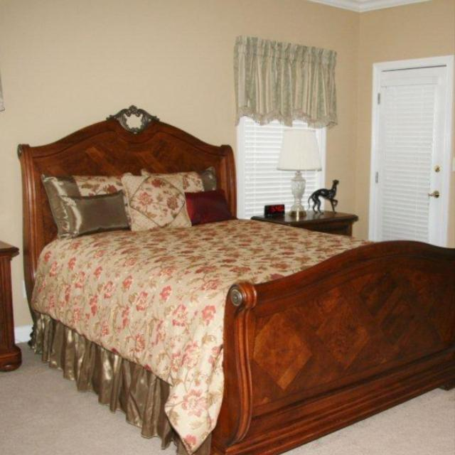 Best Thomasville British Gentry Master Bedroom Suit. for sale in ...