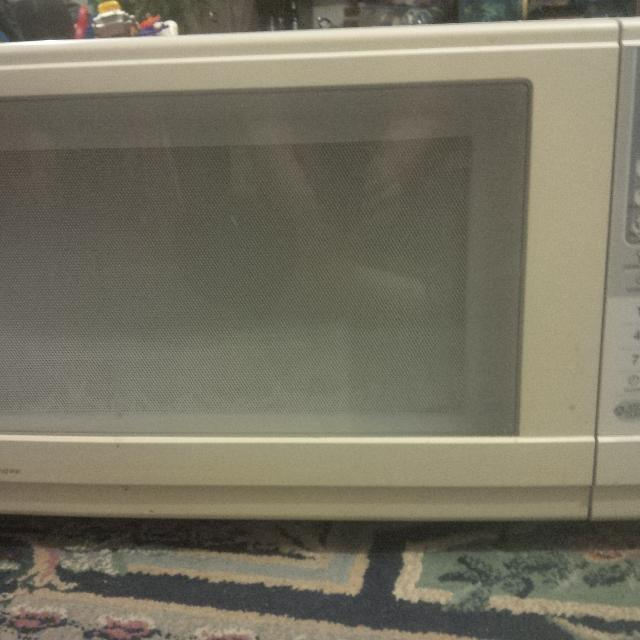 Sanyo Microwave White Great Condition