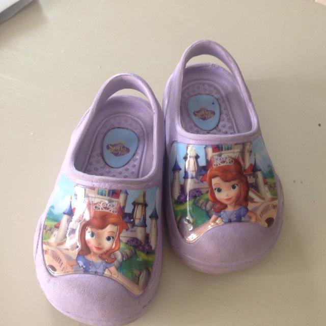 3475c7f0ff685d Find more Princess Sofia Crocs Size 5 6 for sale at up to 90% off