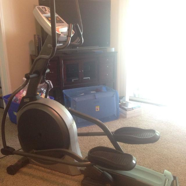 Used Elliptical For Sale >> Awesome Horizon E900 Elliptical Only 200 Gently Used Purchased At Dick S Sporting Goods For 1000 Email Me Solefulsound81 Gmail Com