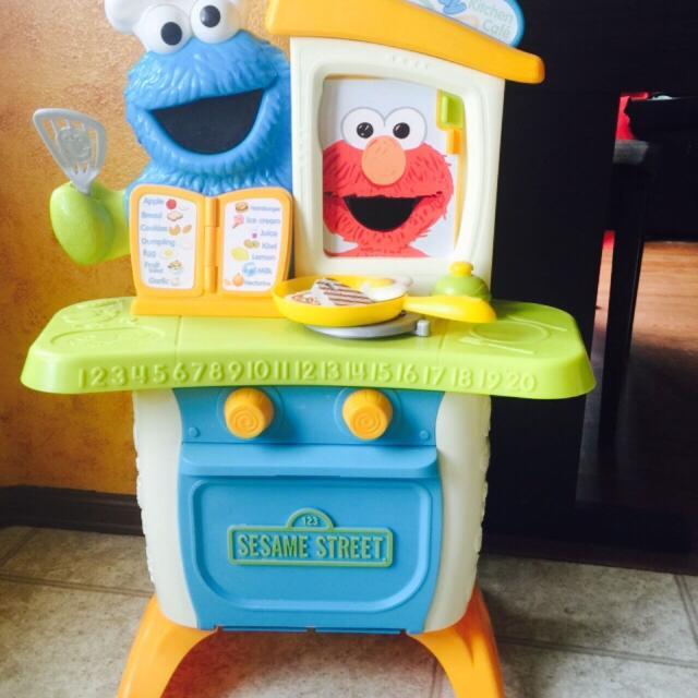 Best playskool sesame street come 39 n play cookie monster for Playskool kitchen set