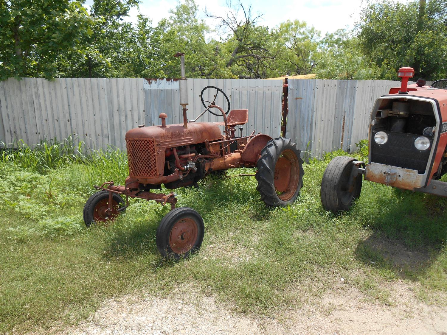 best farmall cub tractor 1949 year model for sale in brady. Black Bedroom Furniture Sets. Home Design Ideas