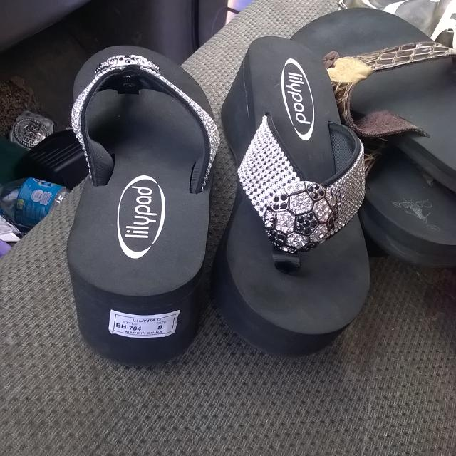 624ee59ad18cb2 Find more Brand New Lily Pad Bling Flip Flops Size 8  20.00 for sale ...