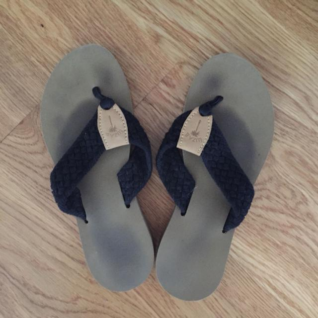 3049671eb271a Best Eliza B Flip Flops Size 9 (runs Small Fits My Size 8 Foot) for sale in  Easton
