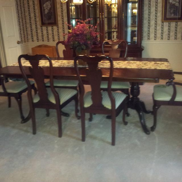 Find More Sumter Dining Room Suite China Cabinet Table & 6