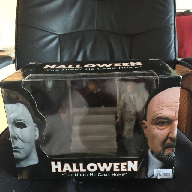 Halloween Dvd Box Set.Neca Halloween Boxed Set The Night He Came Home Michael Myers Dr Loomis Unopened