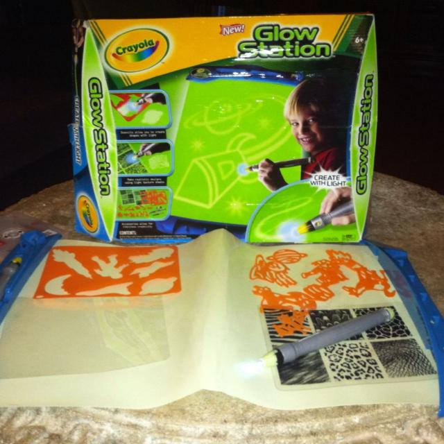 find more crayola glow station has all pieces and includes extra