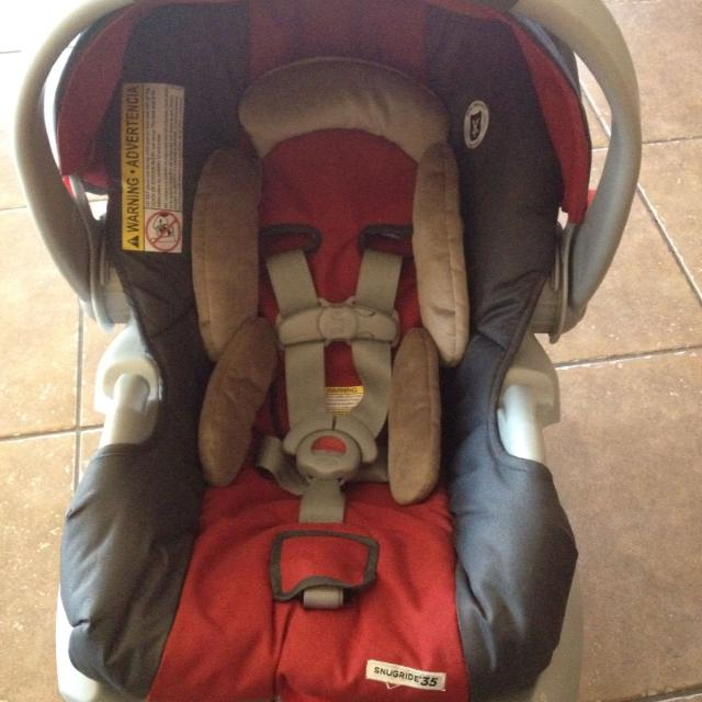 Excellent Condition Graco Snugride 35 Infant Car Seat With Base Never Been In Accident