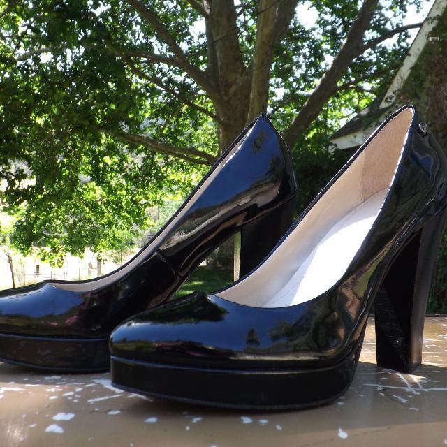 8b10faf46d3 Calvin Klein Black Pin-Up Pumps / Dress Shoes / Heels - Size 6 1/2