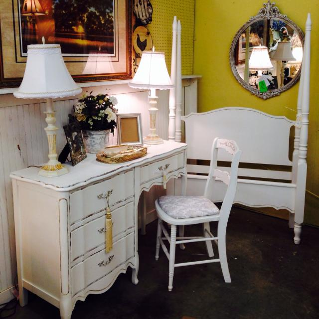 Vintage French Provincial Desk Vanity With Chair Set White