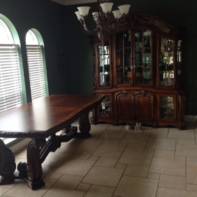 Havertys Signature Series Michael Amini By Aico Original Grand Dining Room Table And China Cabinet