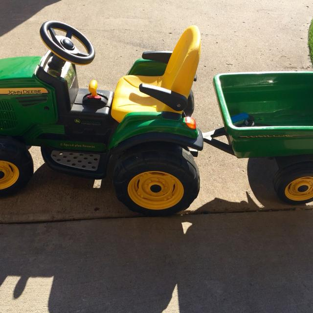 PegPerego John Deere Turf Tractor with Trailer  12V,  Well enjoyed but  still in good condition!